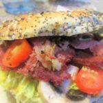 モントリオールで買ったスモークミートとベーグルで絶品サンドイッチ!・・・のはずが